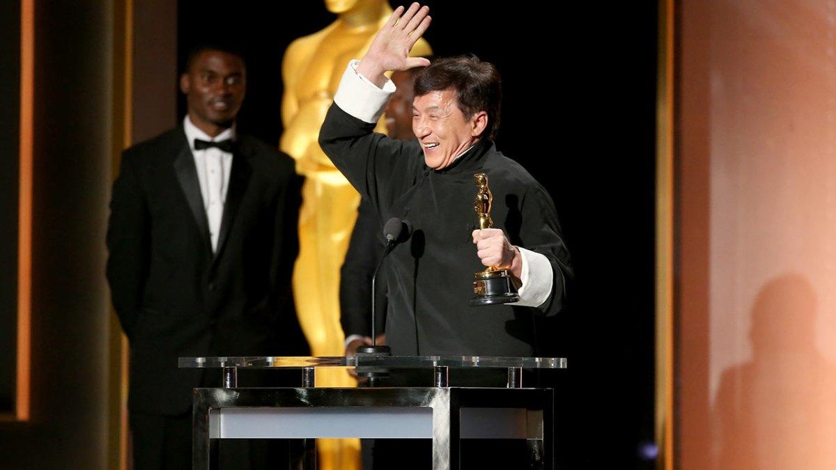 Jackie Chan e seu Oscar honorário